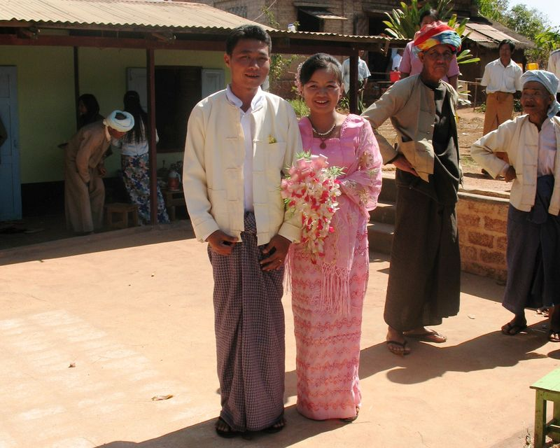 images/Myanmar_wedding_couple.jpg