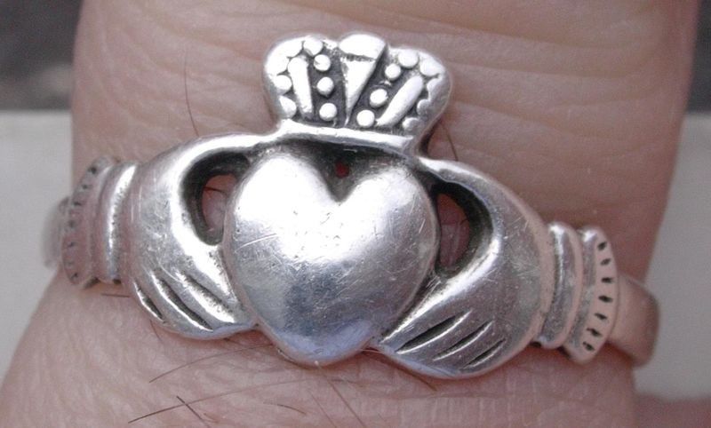 images/ireland_claddagh_ring.jpg